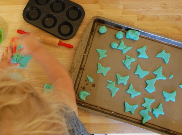 How to Make Homemade Playdough | TinkerLab.com