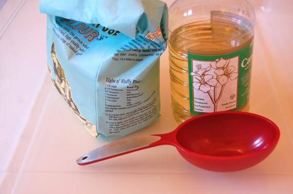How to Make Cloud Dough| Oil and Flour| TinkerLab.com