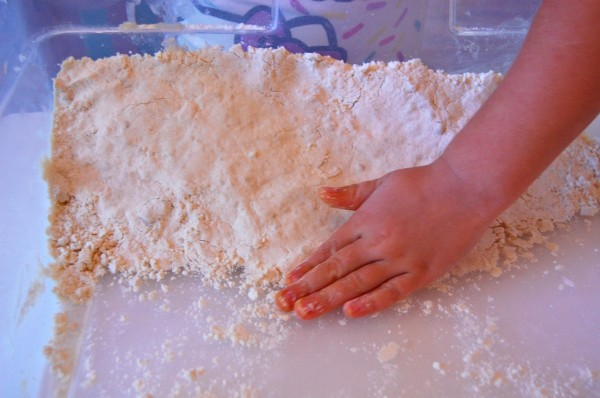 How to Make Cloud Dough| Clough Dough Recipe| TinkerLab.com
