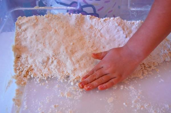 How to Make Cloud Dough| Clough Dough Recipe| TinkerLab.com