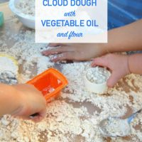 How to make cloud dough with vegetable oil and flour