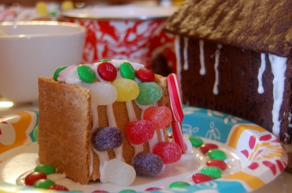 How to Make a Gingerbread House (using a mold). Shhhh...it's still homemade. :)   TinkerLab.com