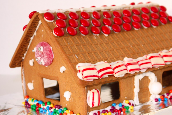 Seven Ways To Make A Gingerbread House | Tinkerlab