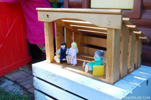 manger doll house