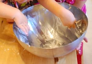 kids bake in the kitchen