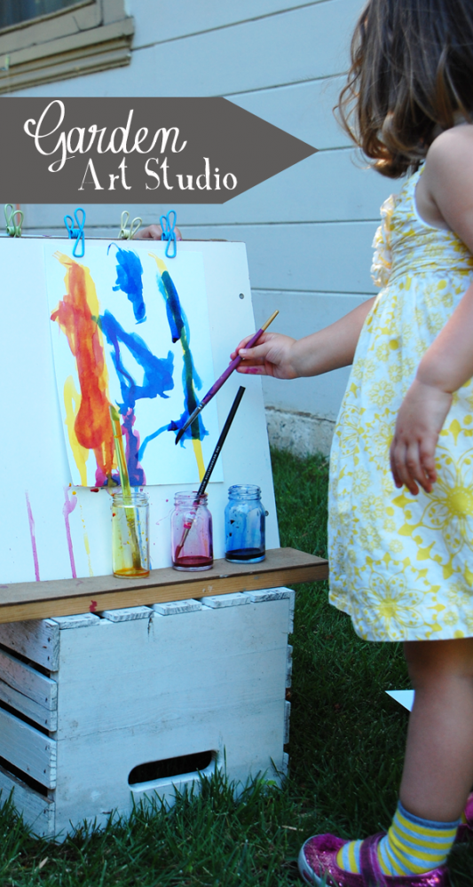 Summertime Art Tips: Seven Tricks to Set up an Impromptu Garden Art Studio.