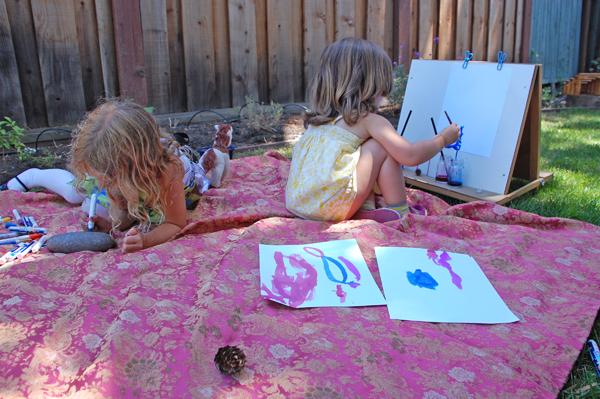 Summertime Art Tips: Seven Tricks to Set up an Impromptu Garden Art Studio.