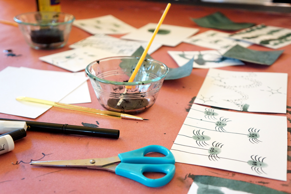 Fingerprint Spiders Creative Table