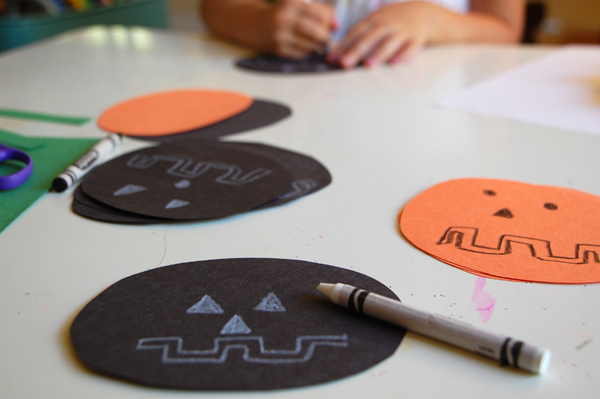 Easy DIY Halloween Garland drawing