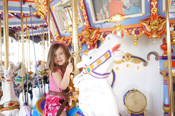 Happy Kids at Disneyland   TinkerLab.com