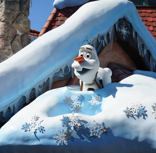 Olaf at Disneyland | TinkerLab.com