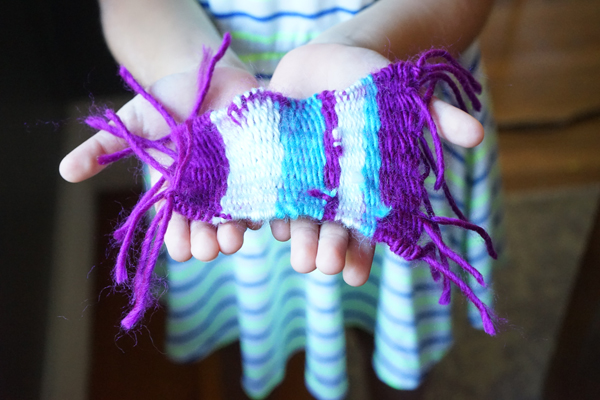Easy box loom weaving with kids | TinkerLab.com
