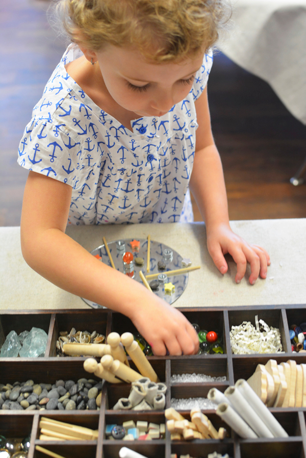 Tinkering tray in the Reggio Art Classroom | Meri Cherry on TinkerLab.com