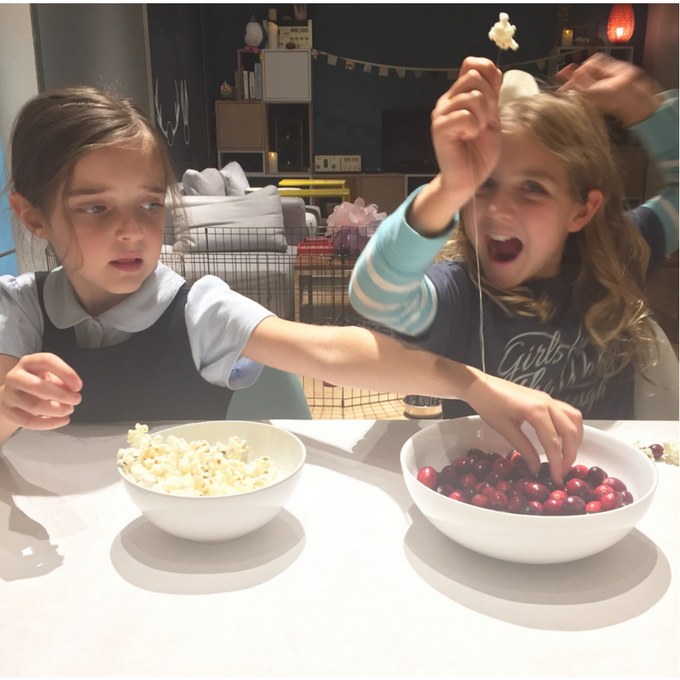 how to make cranberry popcorn garland with kids